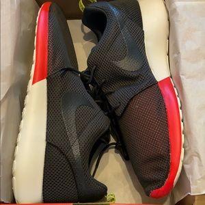 Men's Nike Rosherun Size 12